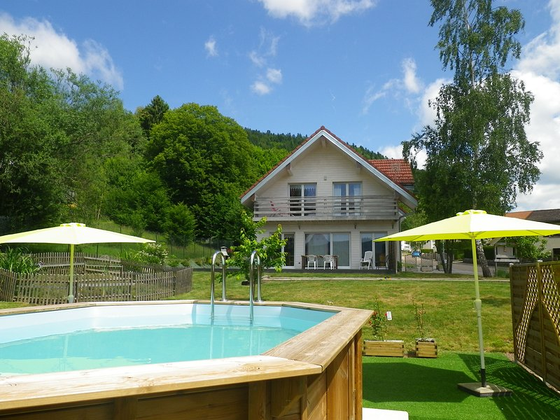 Amazing chalet with swimming-pool, alquiler vacacional en Ferdrupt