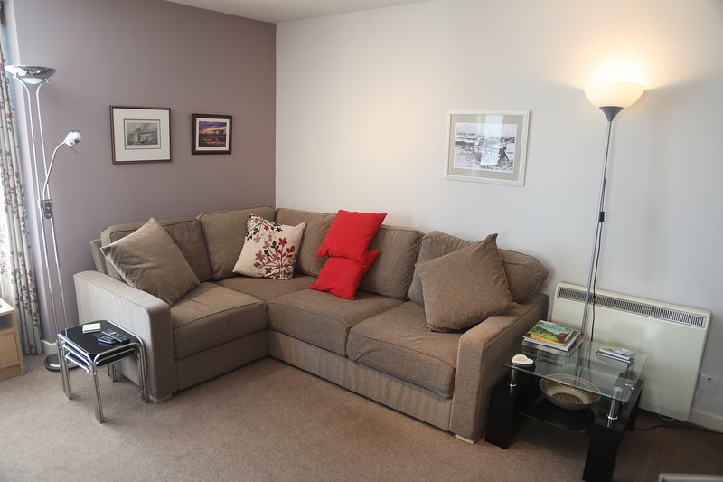 Lovely 2-Bed Apartment in central Kirkwall, vacation rental in Kirkwall