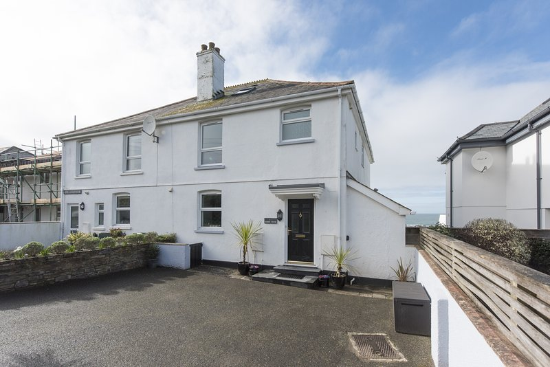 Dobbin House, a short walk to Trevone Beach, Ferienwohnung in Trevone