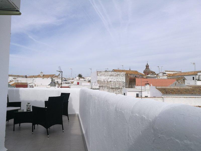 Apartamento con terraza y vistas espectaculares, holiday rental in Carmona