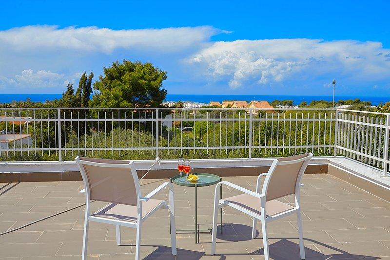 Casa Melograno con vasca idromassaggio e giardino, holiday rental in Terrasini