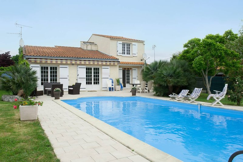 Amazing villa with swimming-pool, holiday rental in Puilboreau