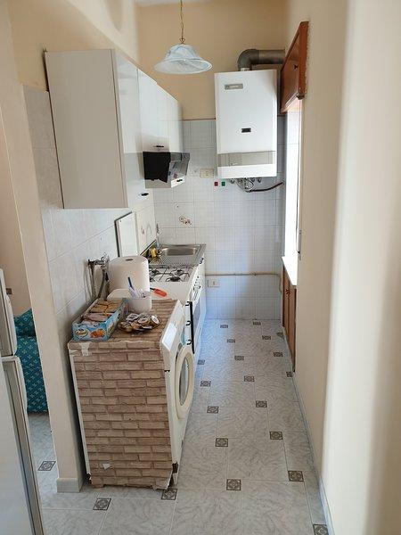 Big house with balcony & Wifi, location de vacances à Roggiano Gravina