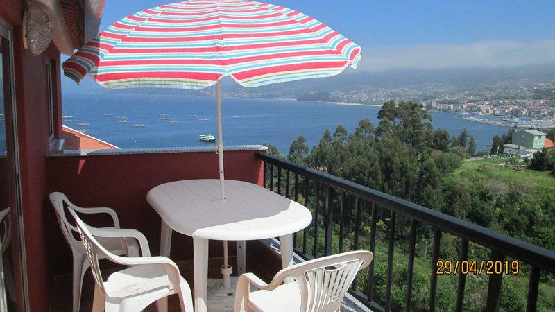 Apartamento con terraza y vistas al mar, holiday rental in Castrelo