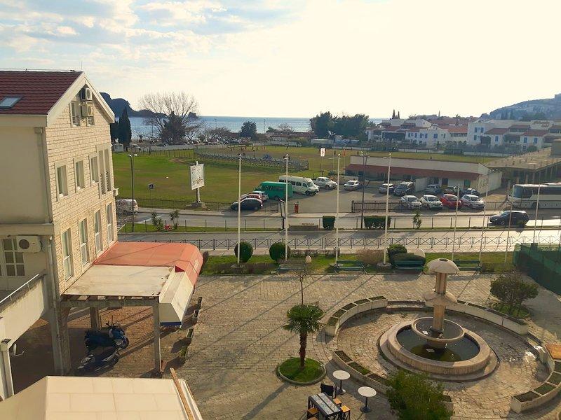 Budva Sea View Apartment, 150m to beach, no. 3, alquiler de vacaciones en Budva