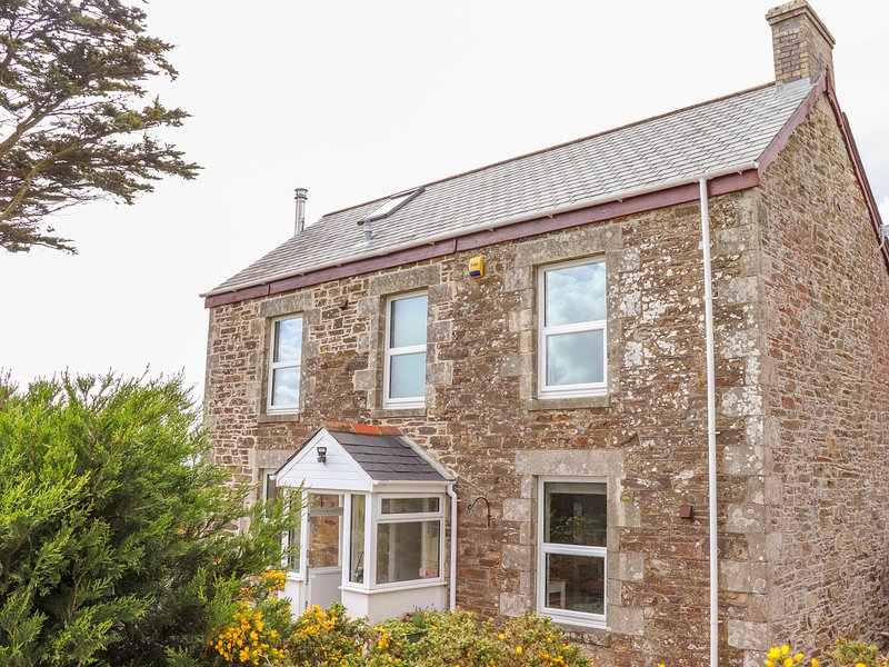 HELIVIEW COTTAGE, enclosed garden, hot tub, St Columb Major, location de vacances à St. Mawgan