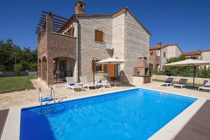 Villa Paradis 13 with 4 bedrooms, holiday rental in Butkovici