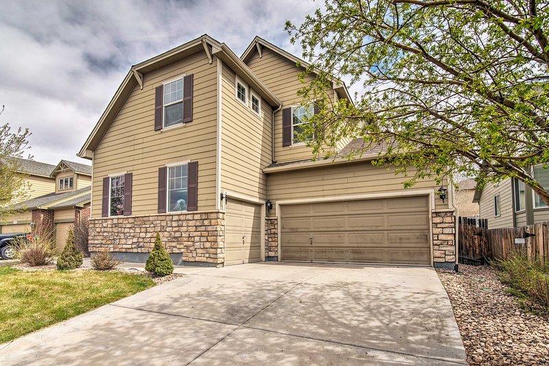¡Esta casa de Henderson es extremadamente conveniente tanto para DIA como para el centro de Denver!