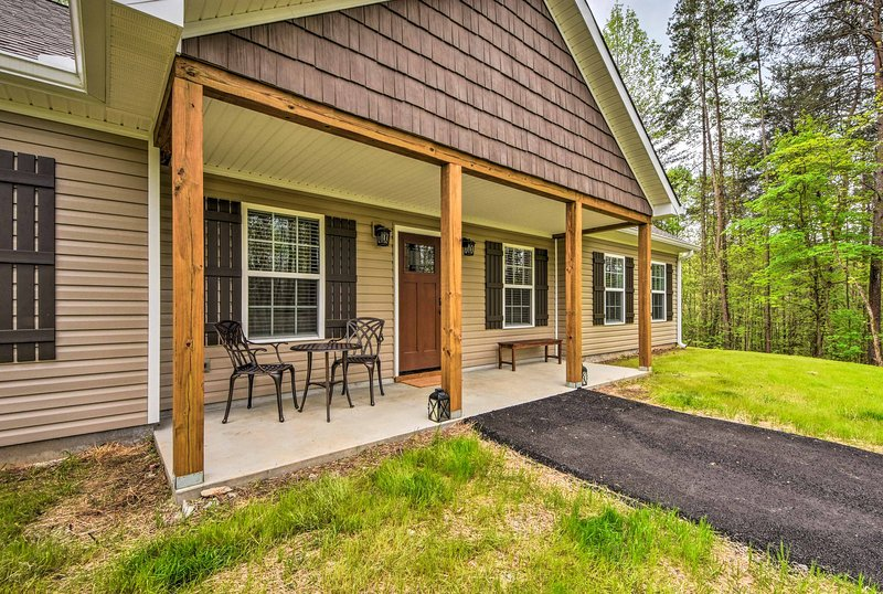Dahlonega Home w/Yard near Hiking & Downtown, holiday rental in Murrayville