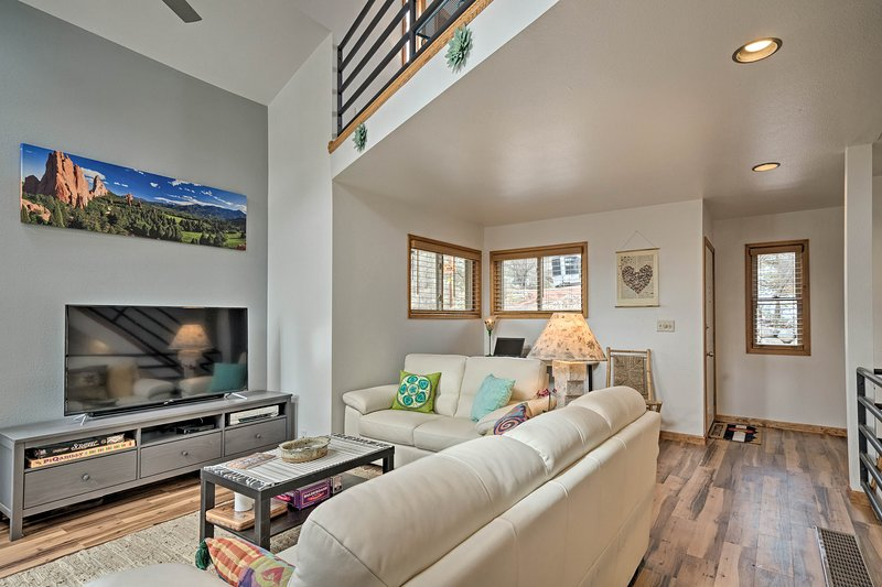 Plan an unforgettable vacation to Colorado Springs with this home as your base!