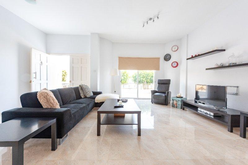 Exclusive 'Lefkes' apartment in Trachoni, Limassol, alquiler vacacional en Ypsonas