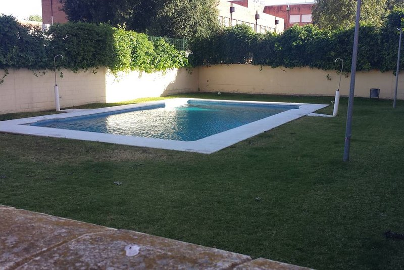 Beautiful apt with shared pool, holiday rental in Alcala de Guadaira