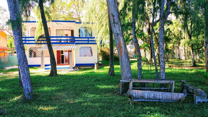 ★ Casa De La Playa -- Sea, Sun & Relax ★, alquiler vacacional en Riviere des Anguilles