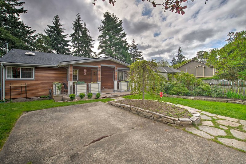 Endless Seattle attractions await your discovery from this ideally located home.
