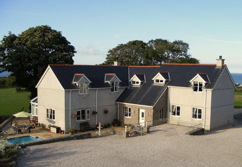 Bryn Awelon Bed & Breakfast Sea view room, holiday rental in Moelfre