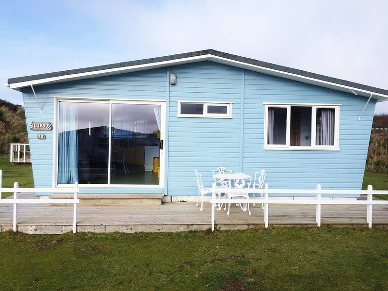 Blue Boy chalet, by the sand dunes., Ferienwohnung in Connor Downs