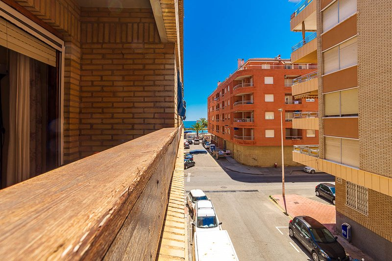 Beach Apartment, 100mts from El Cura beach, 3 beds (sleep 6) Torrevieja, vacation rental in Torrevieja