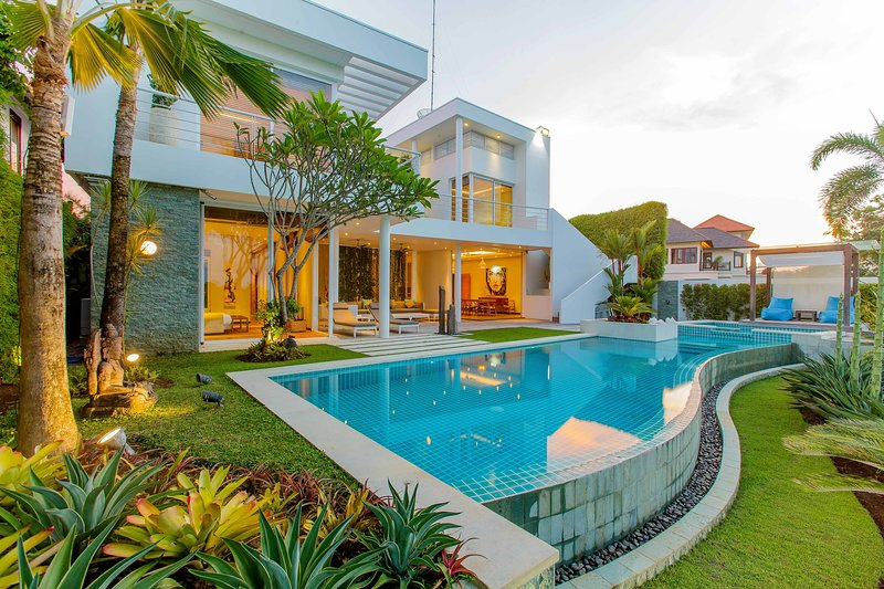 Luxury Gold and Ocean View Villa in Pecatu, location de vacances à Pecatu