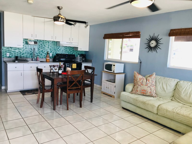 30 day min.- Diamond head and ocean views from this Quiet Mountainside retreat., location de vacances à Kahala