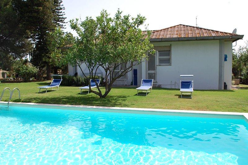 Villa ARU - Grande villa con piscina a 10 minuti da Porto Pino/Porto Botte, holiday rental in Perdaxius