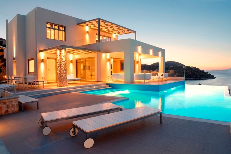 New Luxury Beach front Villa large private pool amazing sea view, holiday rental in Sofiko