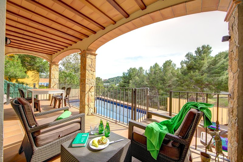Tamariu Villa Sleeps 8 with Pool Air Con and WiFi - 5604513, alquiler de vacaciones en Tamariu