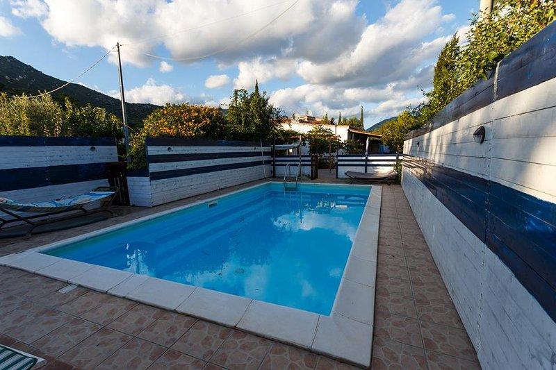 Big villa with swimming-pool, location de vacances à Solanas