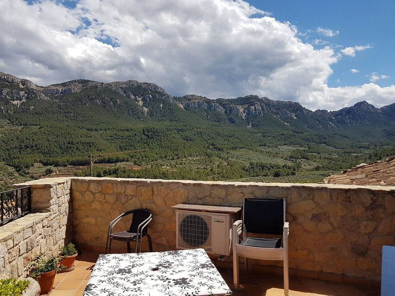 Spacious house with mountain view, location de vacances à Beceite