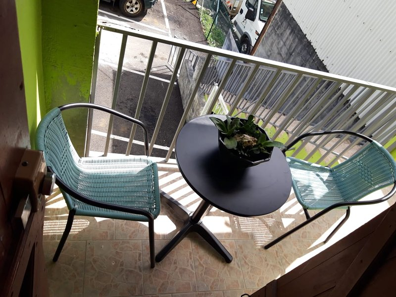 Nice apt with terrace & balcony, vakantiewoning in Pointe-à-Pitre
