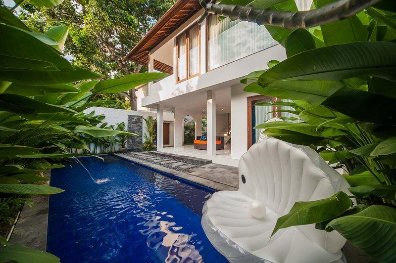 '75% OFF' 2 Br Villa Pearl Seminyak, holiday rental in Seminyak