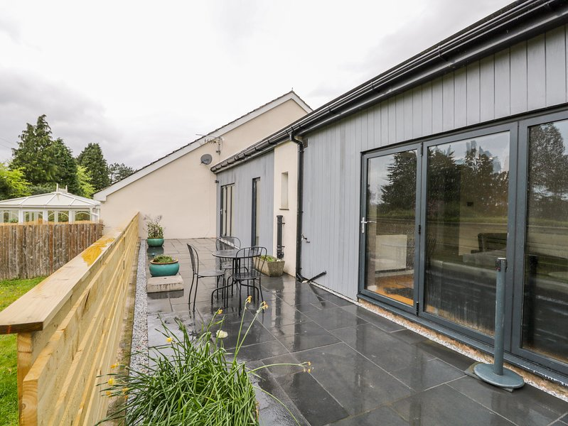 Underfell, Burton-In-Kendal, holiday rental in Holme