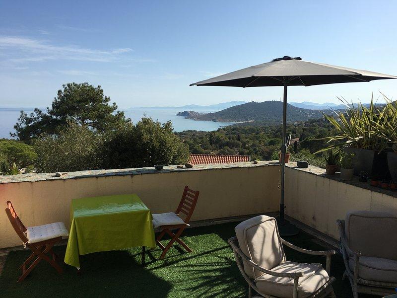 Charmant 2 pièces plein-pied magnifique vue sur mer et montagne, proche plage, location de vacances à Pigna
