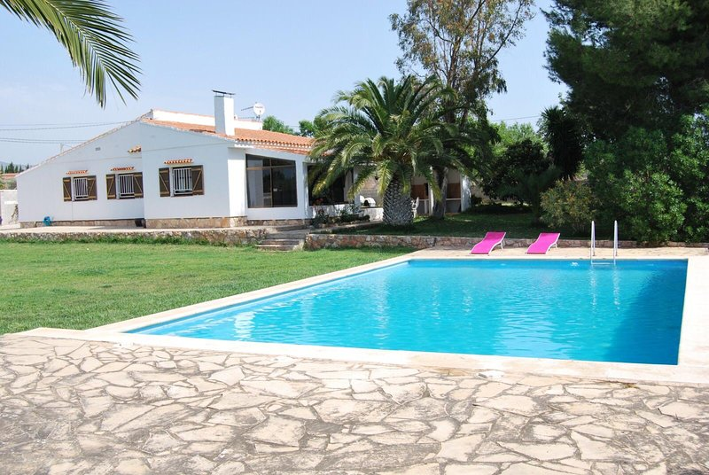Spacious villa with swimming-pool, location de vacances à Tortosa
