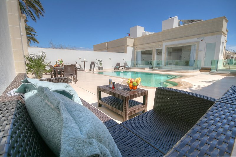 Villa Supreme - Private Pool and Jaquzzi, vacation rental in Mellieha