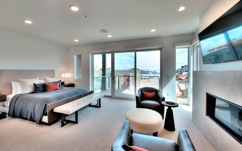 3Br/3Ba Modern Residence in Canyons Village, vacation rental in Snyderville