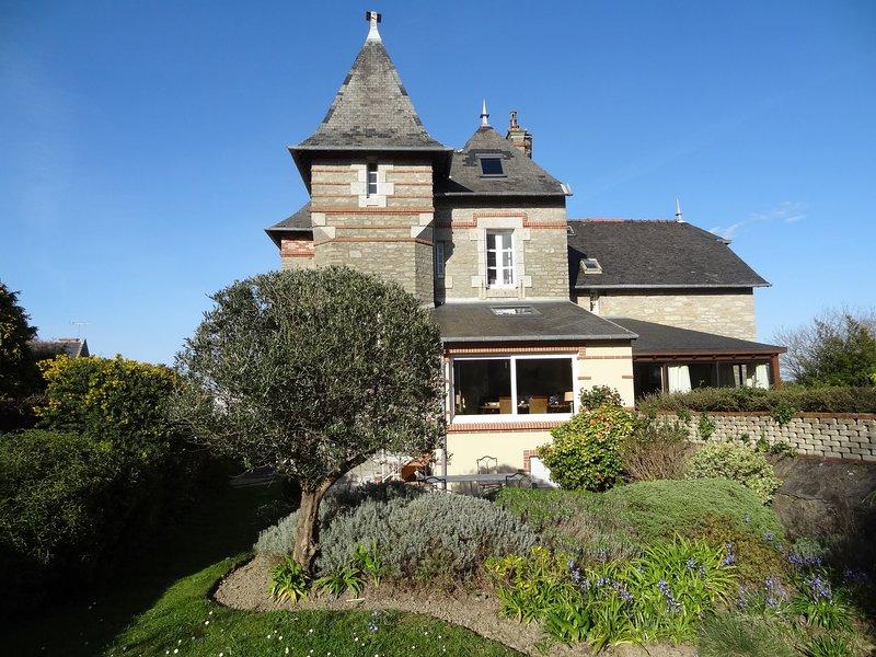 VILLA DE CHARME LES AIGLES, alquiler de vacaciones en Matignon