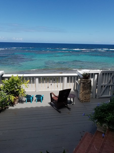 Beach Front Villa just steps away to Puerto Rico's best kept secret, Ferienwohnung in Isabela