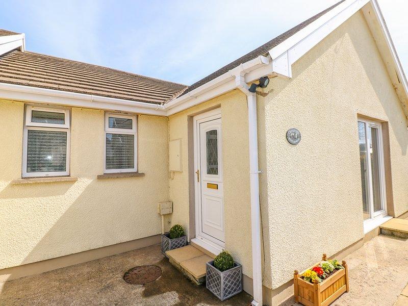 CRANFORD COTTAGE, pet-friendly, WiFi, near Pembroke, vacation rental in Castlemartin