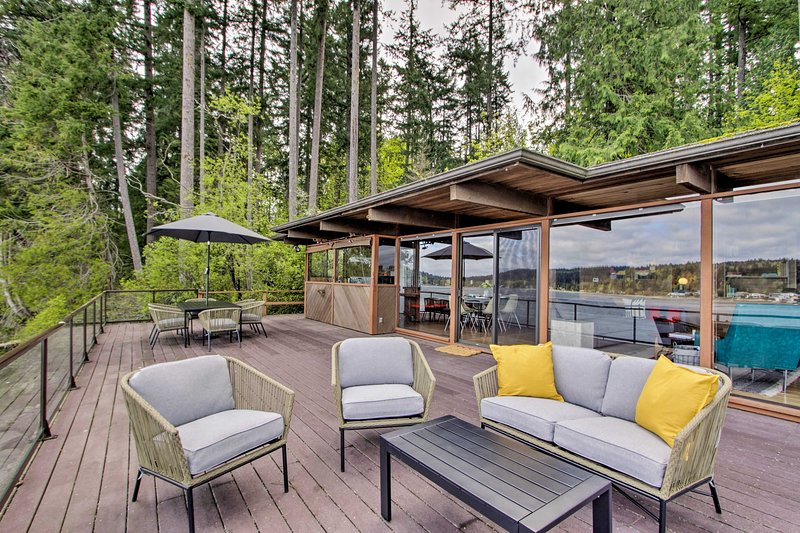 Your Port Orchard paradise awaits at this waterfront vacation home!