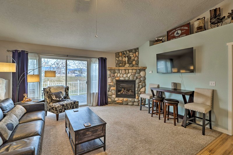 The property features brand new furnishings and decor throughout.