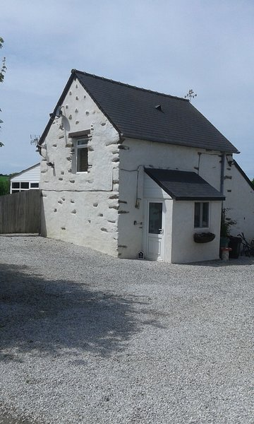 LE JARRIER ALPES MANCELLES DETACHED COTTAGE PRIVATE POOL BIG GARDEN WIFI PARKING, location de vacances à Sarthe