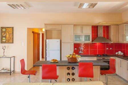 Valia's House, vacation rental in Agii Apostoli