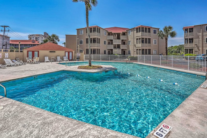 This condo for 5 offers community pool access!
