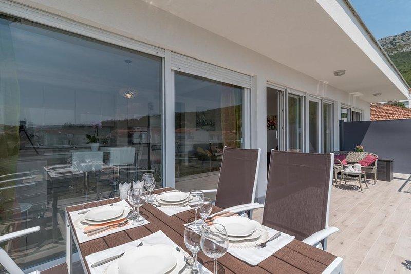 Zminjevaca Apartment Sleeps 5 with Air Con - 5790944, holiday rental in Kamen