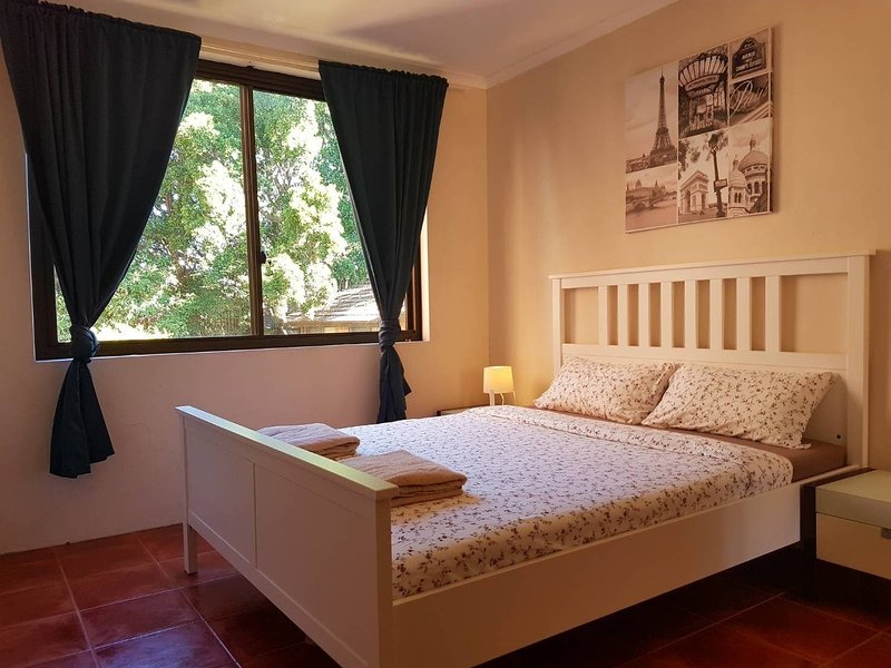 Sydney Central, Quiet place, Close to Central Station, holiday rental in Sydney