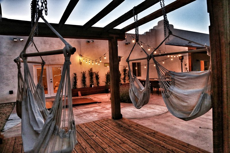 Unique high-desert retreat, for artists , writers or anyone seeking inspiration., holiday rental in Joshua Tree
