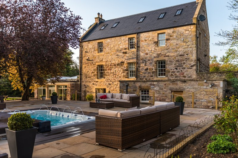 Edinburgh Exceptional Country House, vacation rental in Roslin