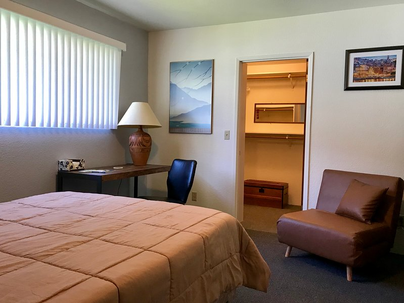 Leah's in Hoquiam - Sarge, holiday rental in Hoquiam