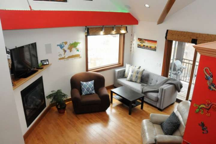 Easy Trail Access - Mountain Views - 2 Level End Unit - Fireplace - Dogs Allowed, casa vacanza a Placerville