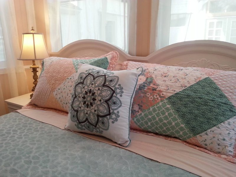 Private Cottage Queen Bed